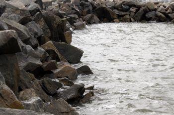 Água mole pedra dura...