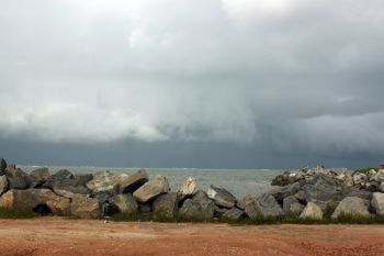 Pedras da Coroa do Meio e chuva